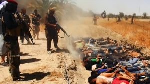 A file image uploaded on June 14, 2014 on the jihadist website Welayat Salahuddin allegedly shows militants of the Islamic State of Iraq and the Levant (ISIL) executing dozens of captured Iraqi security forces members at an unknown location in the Salaheddin province (AFP Photo / HO)
