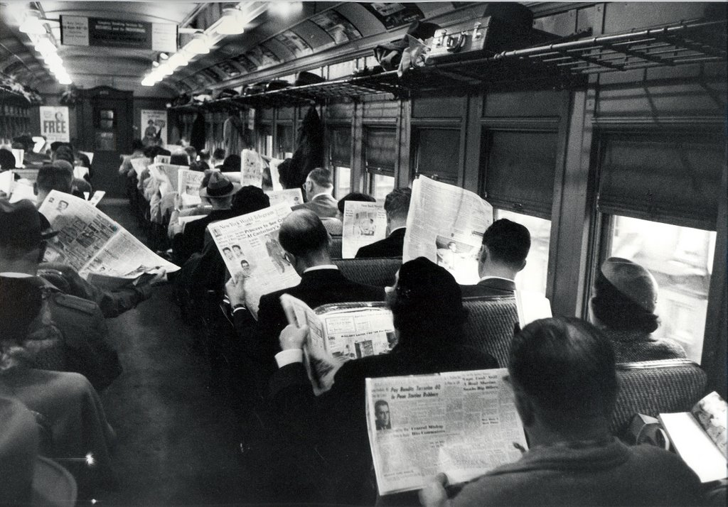 newspaperreaders1950